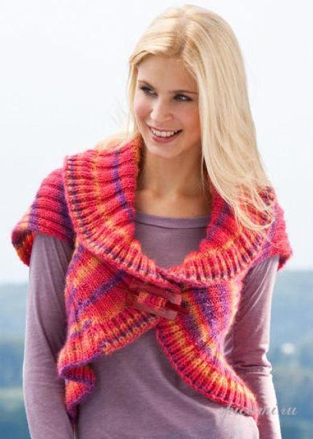 Вязание болеро схемы и модели Гладко связанное шерстяное болеро, которое носится на вязаное платье
